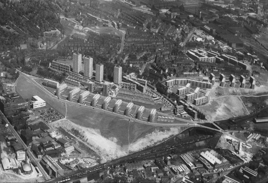 Figure 3: The Woodside Estate was created by total clearance of a large area of terraced and back to back housing and the creation of an entirely new landscape and plan form separated from the industrial area in the foreground by open space.