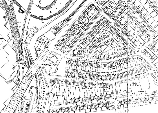 Text Box: Figure 3: Above – 1950s mapping shows an area of terraced housing on the site of the later Tinsley Viaduct.  Below – This 1967 aerial shot of the exact same area shows the severance caused by the massive southern roundabout of the viaduct.